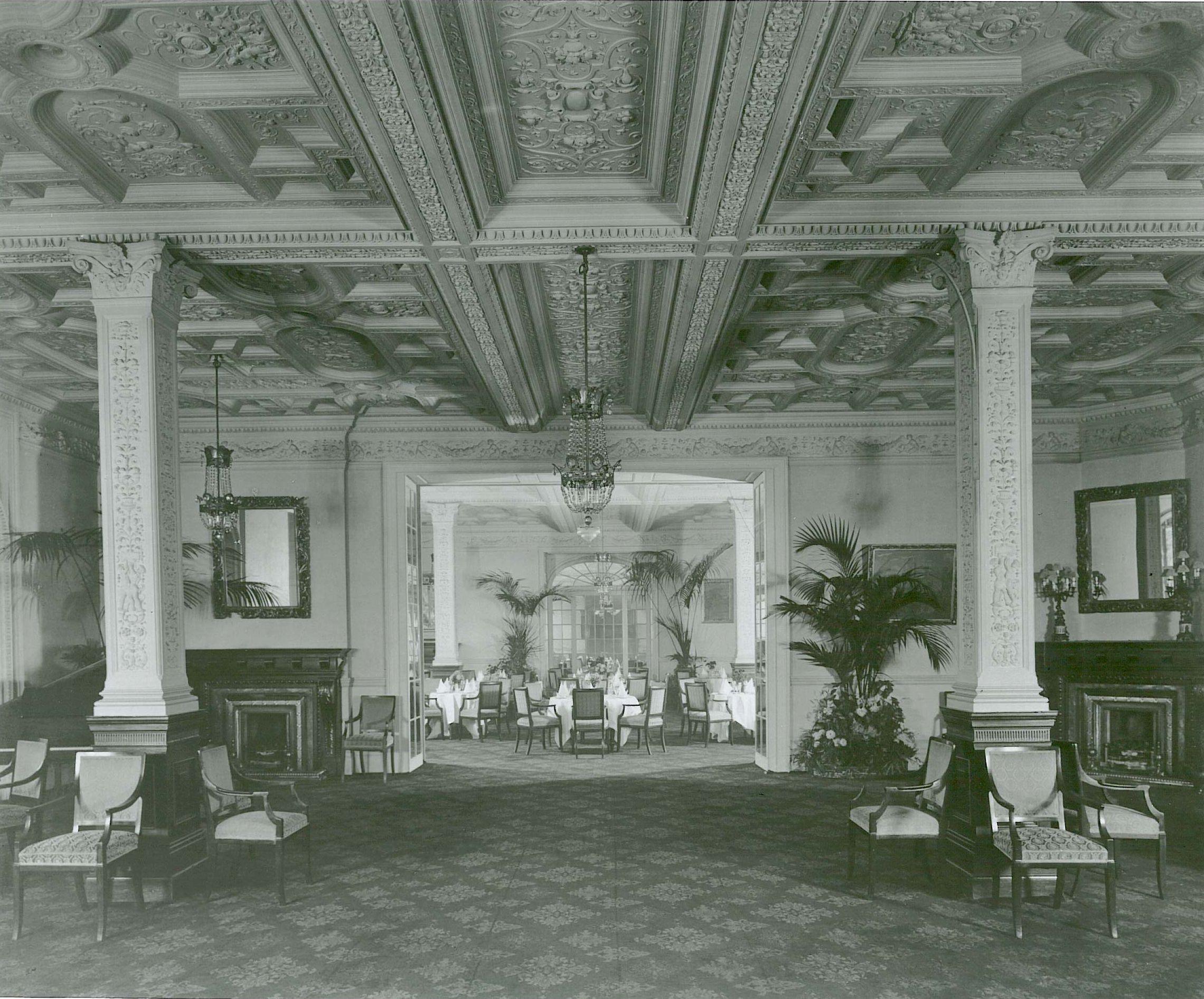 White Room (= River Room) c1906